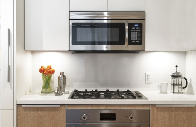 2 Bedrooms, Financial District Rental in NYC for $8,289 - Photo 2