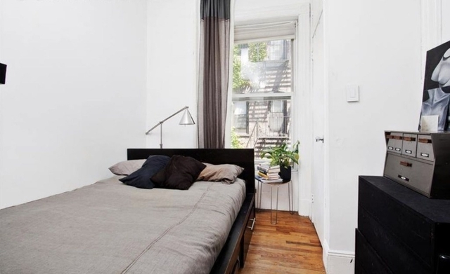 3 Bedrooms, West Village Rental in NYC for $7,200 - Photo 2
