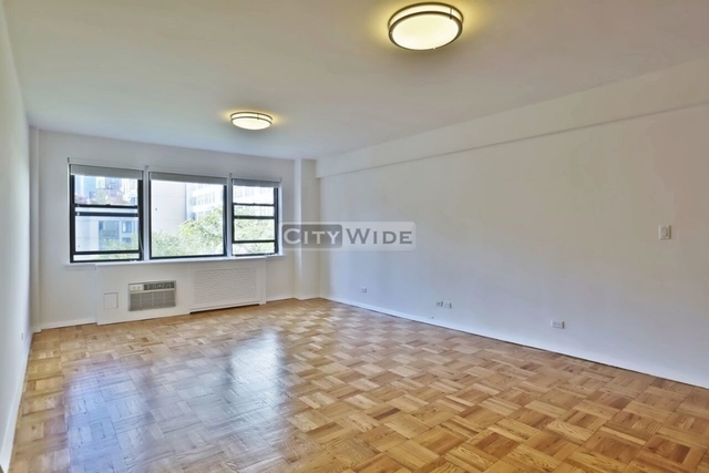 4 Bedrooms, Turtle Bay Rental in NYC for $8,300 - Photo 2