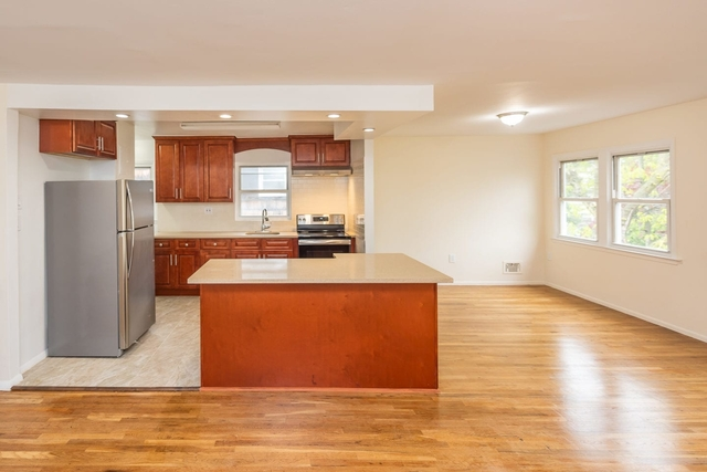 3 Bedrooms, Bayside Rental in NYC for $2,800 - Photo 2