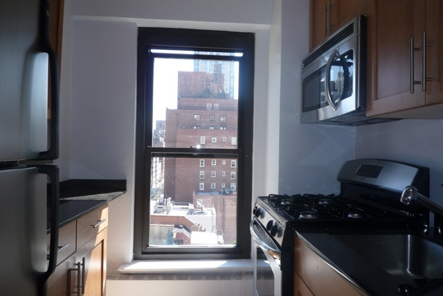 3 Bedrooms, Turtle Bay Rental in NYC for $5,895 - Photo 2