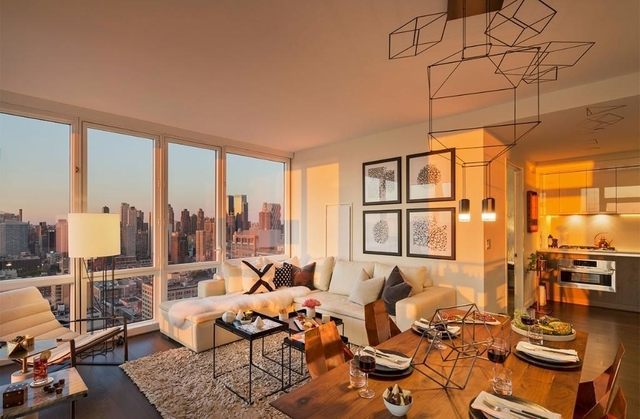2 Bedrooms, Hell's Kitchen Rental in NYC for $6,300 - Photo 2