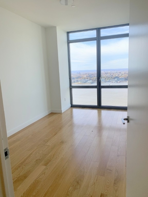 3 Bedrooms, Hell's Kitchen Rental in NYC for $5,175 - Photo 2