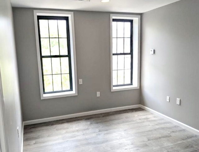 4 Bedrooms, West Farms Rental in NYC for $2,700 - Photo 2