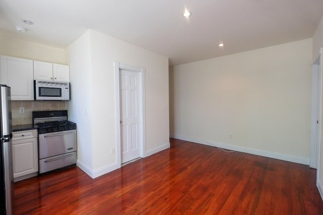 3 Bedrooms, North Slope Rental in NYC for $3,275 - Photo 1