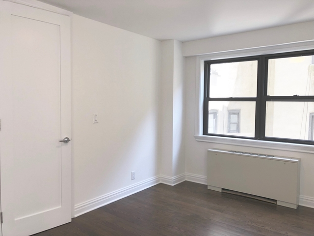 1 Bedroom, Yorkville Rental in NYC for $5,450 - Photo 2