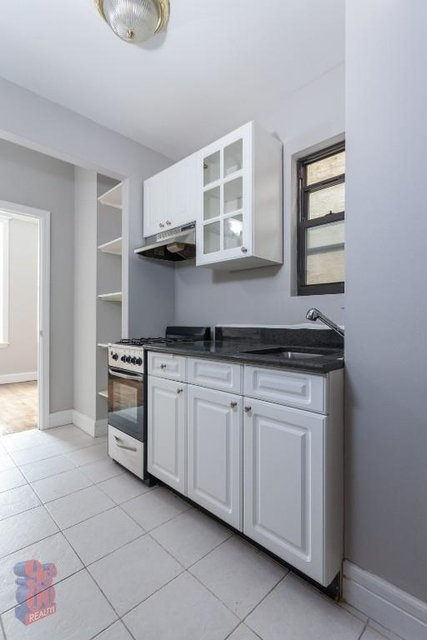3 Bedrooms, Gramercy Park Rental in NYC for $5,070 - Photo 2