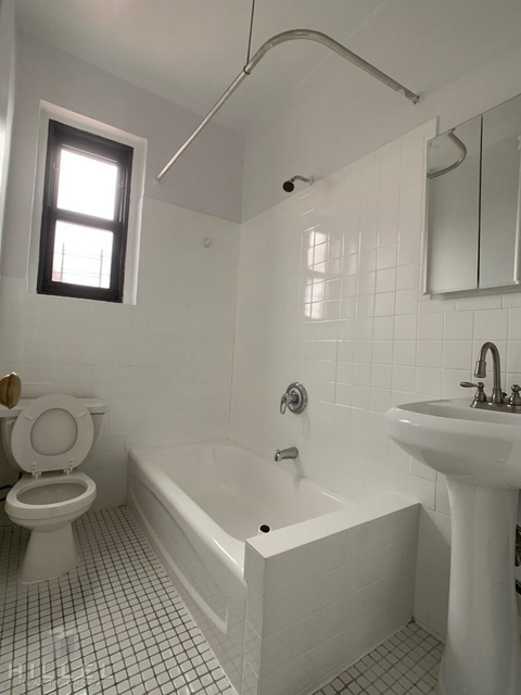 3 Bedrooms, Murray Hill, Queens Rental in NYC for $2,750 - Photo 2