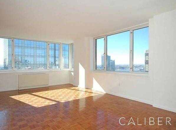 3 Bedrooms, Hell's Kitchen Rental in NYC for $4,950 - Photo 2