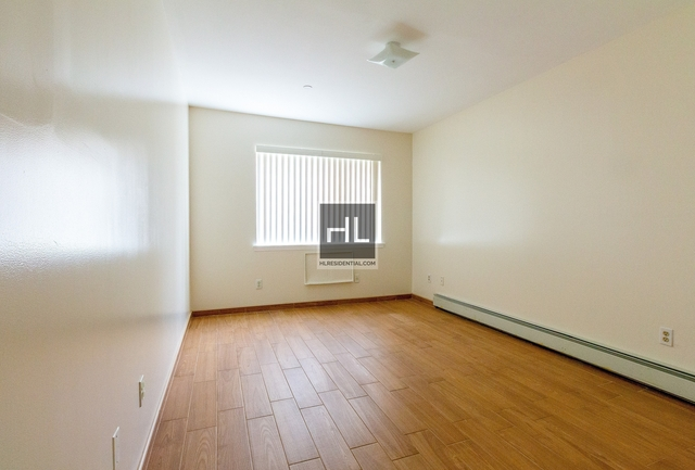 2 Bedrooms, Dyker Heights Rental in NYC for $2,200 - Photo 2