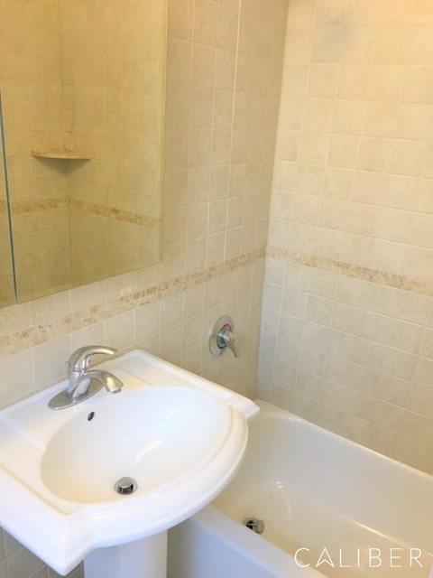 2 Bedrooms, Turtle Bay Rental in NYC for $6,695 - Photo 2