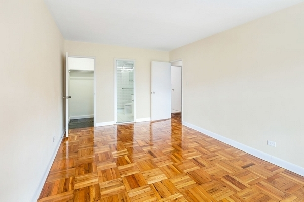 3 Bedrooms, Rego Park Rental in NYC for $3,395 - Photo 2