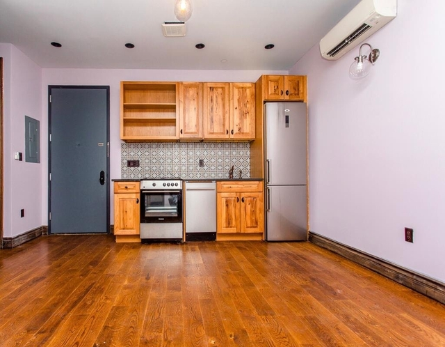 Room, Bushwick Rental in NYC for $964 - Photo 2