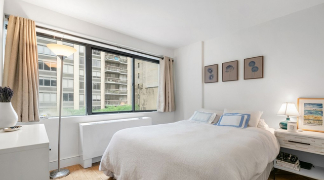 2 Bedrooms, Turtle Bay Rental in NYC for $3,988 - Photo 2