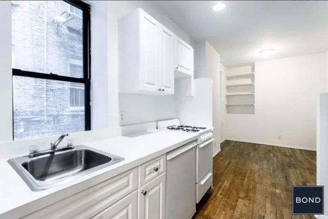 at East 65th street  - Photo 1