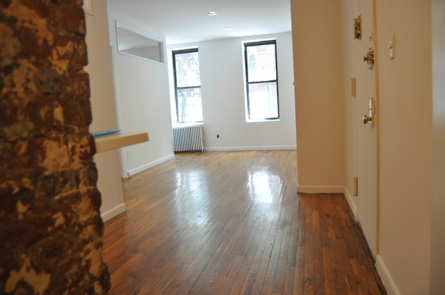 2 Bedrooms, Civic Center Rental in NYC for $4,695 - Photo 2