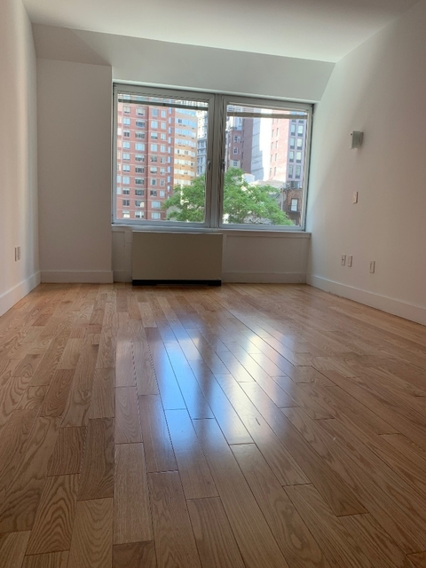 2 Bedrooms, Financial District Rental in NYC for $4,379 - Photo 2
