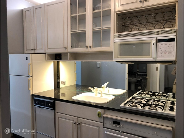 at 250 East 54th St - Photo 1
