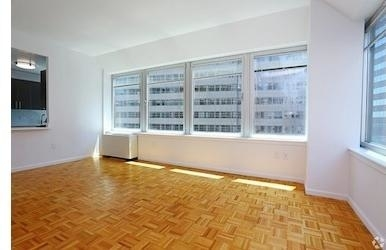 Studio, Financial District Rental in NYC for $3,615 - Photo 2