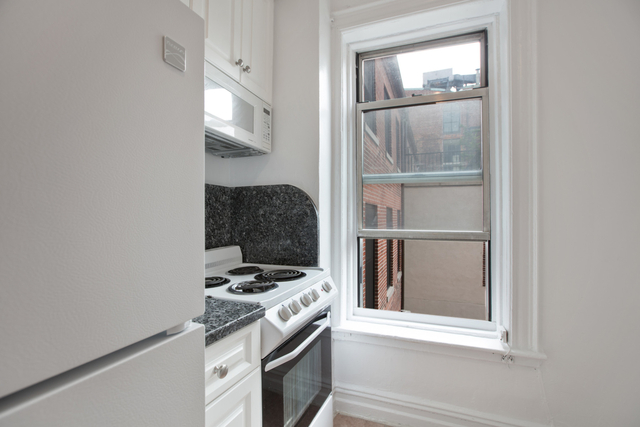 1 Bedroom, West Village Rental in NYC for $2,650 - Photo 2