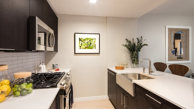 2 Bedrooms, Hell's Kitchen Rental in NYC for $5,340 - Photo 1