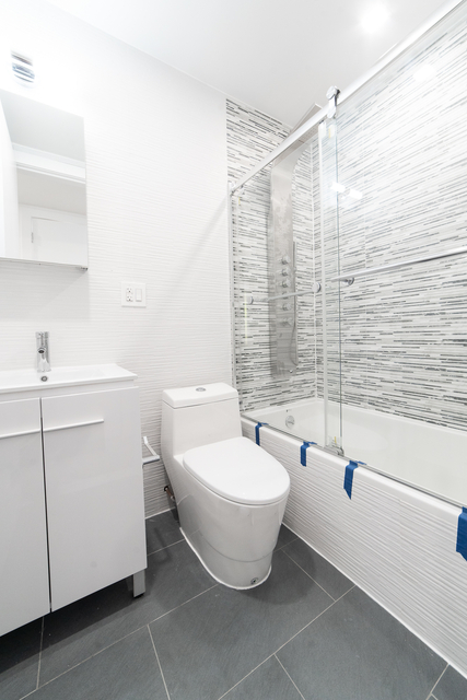 3 Bedrooms, Kew Gardens Rental in NYC for $3,208 - Photo 2