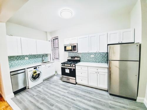 3 Bedrooms, Fordham Manor Rental in NYC for $2,200 - Photo 1