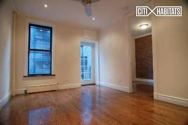 2 Bedrooms, Gramercy Park Rental in NYC for $4,995 - Photo 2
