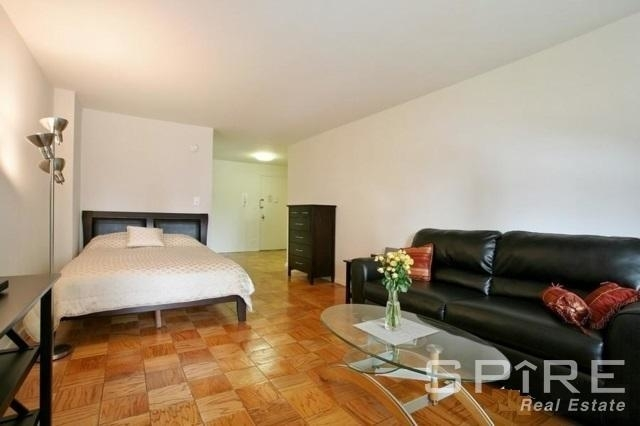 1 Bedroom, Yorkville Rental in NYC for $2,998 - Photo 2