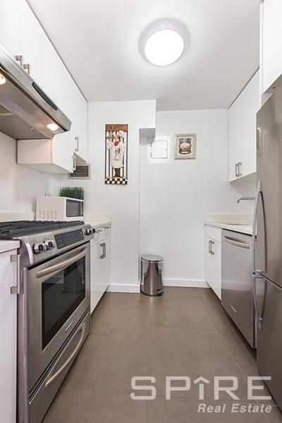 3 Bedrooms, Lenox Hill Rental in NYC for $6,795 - Photo 2