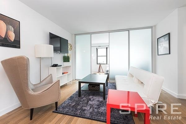 3 Bedrooms, Lenox Hill Rental in NYC for $6,795 - Photo 1
