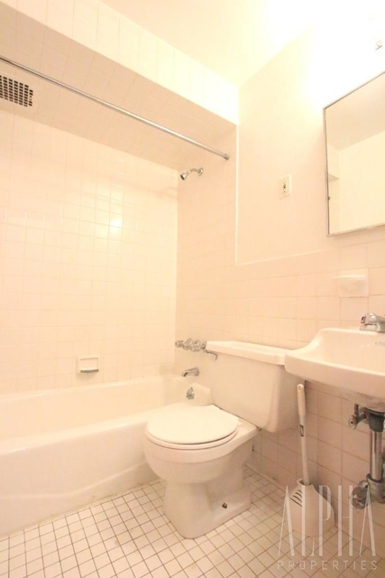 Studio, East Village Rental in NYC for $2,025 - Photo 2