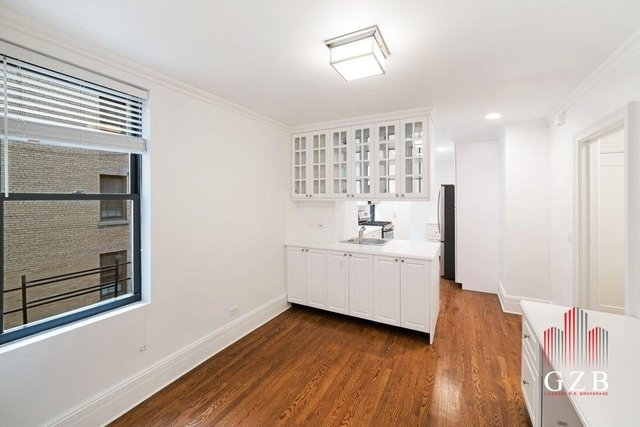3 Bedrooms, Carnegie Hill Rental in NYC for $21,500 - Photo 2