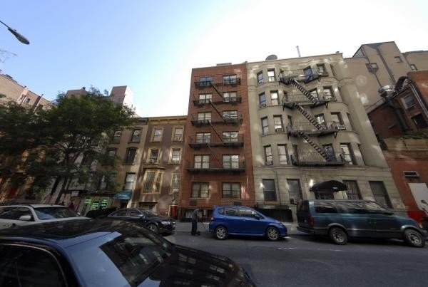 2 Bedrooms, Rose Hill Rental in NYC for $3,900 - Photo 2