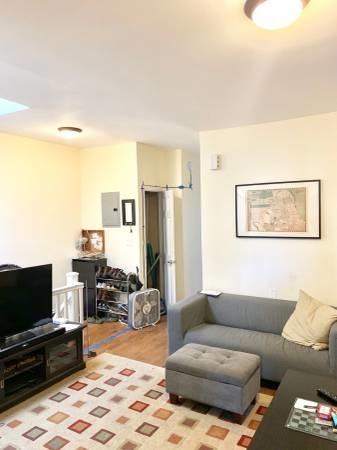 4 Bedrooms, Astoria Rental in NYC for $3,900 - Photo 2