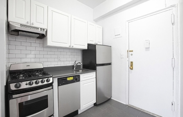 Studio, Lincoln Square Rental in NYC for $2,575 - Photo 2