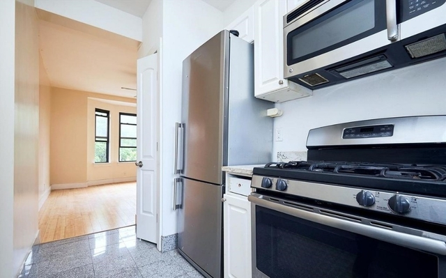 3 Bedrooms, Civic Center Rental in NYC for $2,599 - Photo 2