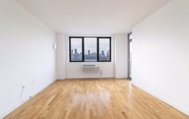 2 Bedrooms, Astoria Rental in NYC for $3,495 - Photo 2
