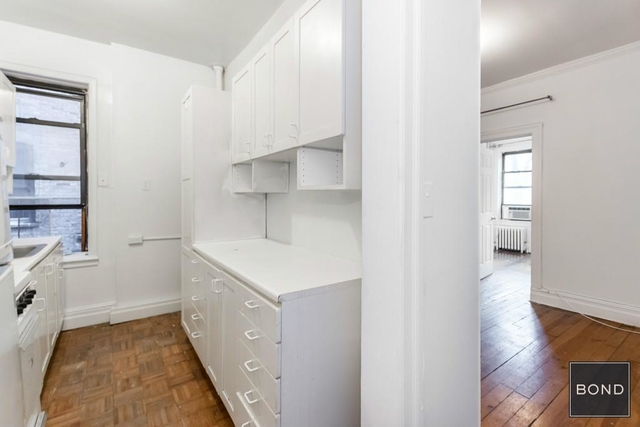 3 Bedrooms, Gramercy Park Rental in NYC for $4,380 - Photo 2