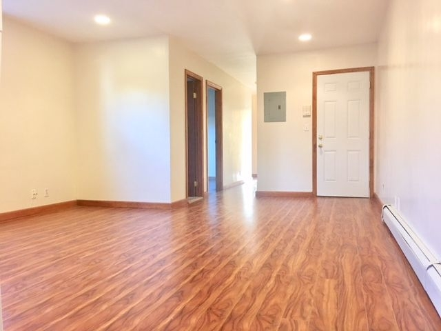 3 Bedrooms, Greenwood Heights Rental in NYC for $3,150 - Photo 2