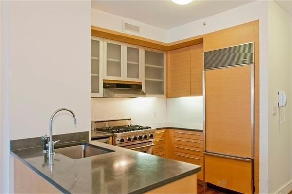 2 Bedrooms, Battery Park City Rental in NYC for $7,100 - Photo 2