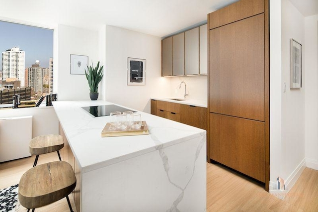 3 Bedrooms, Sutton Place Rental in NYC for $10,000 - Photo 1