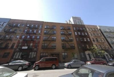 2 Bedrooms, Yorkville Rental in NYC for $2,825 - Photo 1