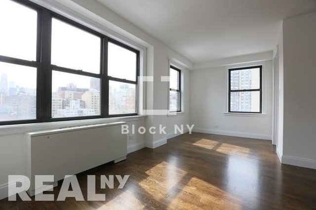 3 Bedrooms, Gramercy Park Rental in NYC for $6,495 - Photo 2
