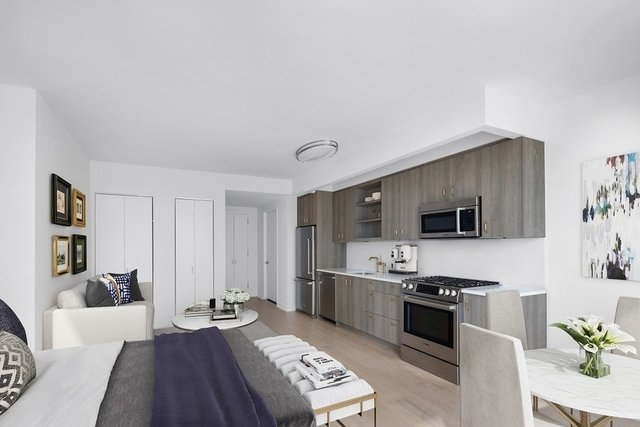 Studio, Hell's Kitchen Rental in NYC for $3,392 - Photo 2