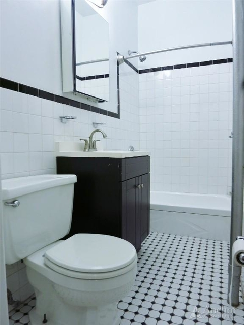 3 Bedrooms, Yorkville Rental in NYC for $3,495 - Photo 2