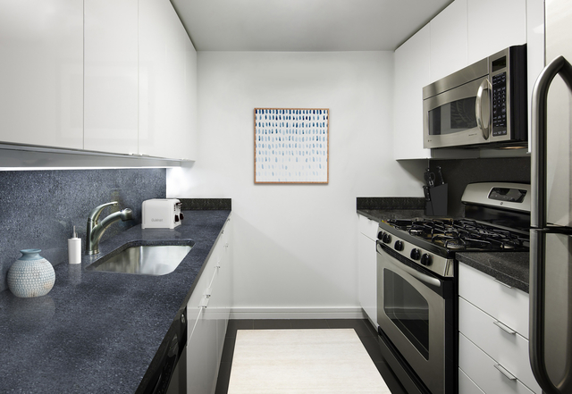 2 Bedrooms, Tribeca Rental in NYC for $6,345 - Photo 2