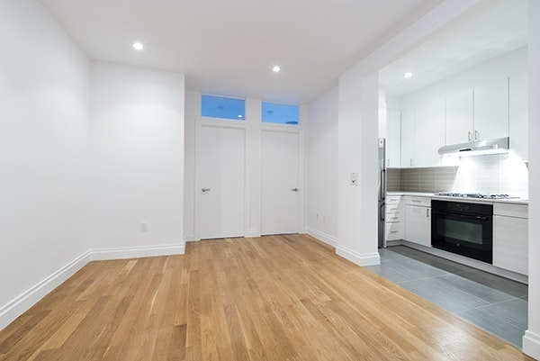 2 Bedrooms, Sutton Place Rental in NYC for $3,695 - Photo 2