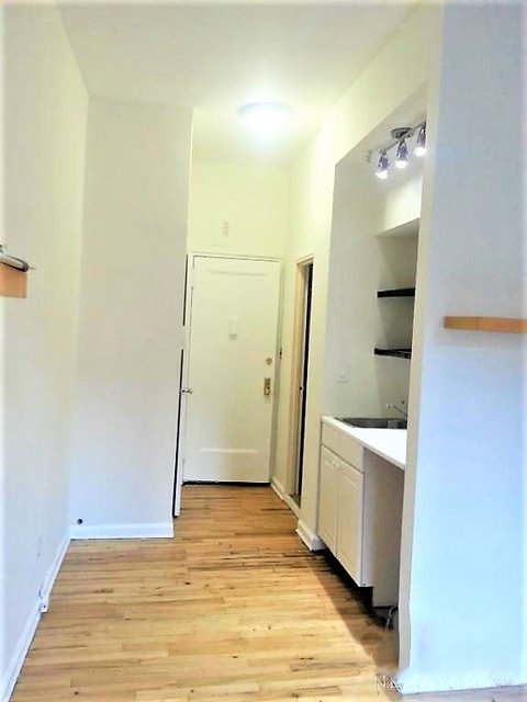 Studio, Lenox Hill Rental in NYC for $2,195 - Photo 2