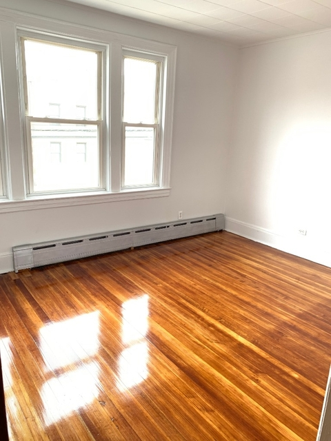 2 Bedrooms, Astoria Rental in NYC for $2,550 - Photo 1